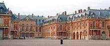 Het paleis van Versailles is een van de meest populaire toeristische bestemmingen in Frankrijk.