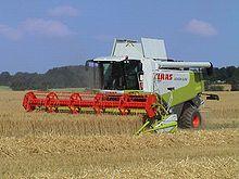 Haver oogsten in een Claas lexion 570 maaidorser met gesloten, geklimatiseerde cabine met roterende dorsmachine en hydraulische besturing met lasergeleiding