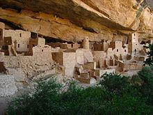 Ein alter Palast, der von den Anasazi im Mesa-Verde-Nationalpark, einem UNESCO-Weltkulturerbe in Colorado, erbaut wurde.
