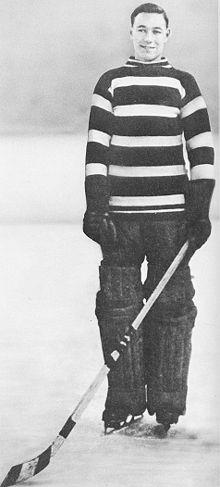 Clint Benedict, introduzido em 1965.