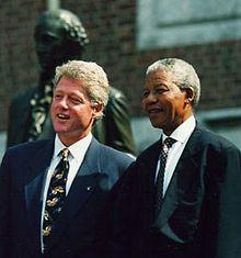 Mandela met de Amerikaanse president Bill Clinton in juli 1993