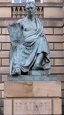 スコットランド、エディンバラにあるデイビッド・ヒュームの像。