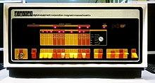 Voorpaneel van een vroege minicomputer, met schakelaars voor het invoeren van machinecode