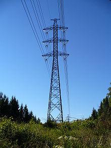 Elektrizität wird über Drähte gesendet.