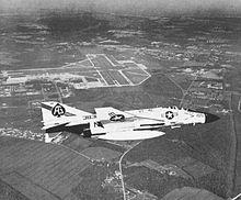 Een VF-41 F-4J boven NAS Oceana in de late jaren 60.