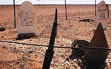 Lápides de frente para Meca no cemitério de Farina