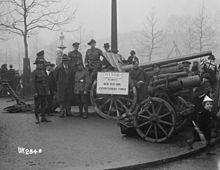 Duitse veldkanonnen buitgemaakt door de NZEF tentoongesteld in Londen, 1918