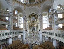 Внутри Фрауенкирхе (церковь Богоматери) в Дрездене.