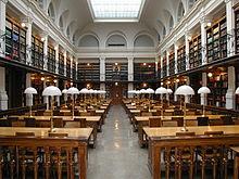 Czytelnia biblioteki Uniwersytetu w Grazu.