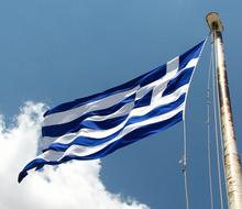 Die griechische Flagge ist blau-weiß.