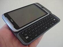 HTC Desire Z, met een groot aanraakbaar display en een QWERTY-toetsenbord.
