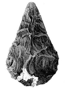 Feuerstein-Handaxt aus Hoxne, England. Dies ist das erste veröffentlichte Bild einer Handaxt in der Geschichte der Archäologie. Die Handaxt war keine Waffe; sie war ein Werkzeug, das beim Schlachten von Säugetierkadavern verwendet wurde.