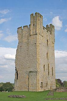 Helmsley Castle (Yorkshire) werd gekleineerd door de afbraak van de helft van de oostelijke toren in 1644.