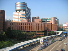 Kampus Hong Kong Polytechnic University Hung Hom, widziany z Hong Chong Road.