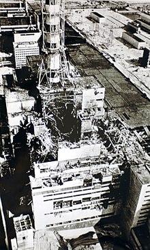 De vernielde eenheid 4 in Tsjernobyl, genomen kort na de explosie