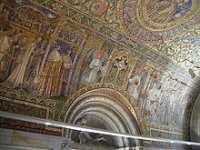 Потолок внутри новой церкви