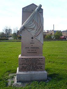 Crawfords gravsten på Holy Trinity-kyrkogården i East End.
