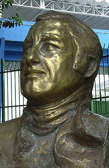 De buste van Pace in het circuit.