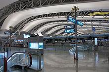 4e verdieping ticketing hal van de Kansai International Airport, Japan