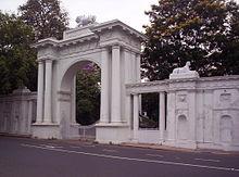 Klenutá brána Rádž Bhavánu, Kalkata
