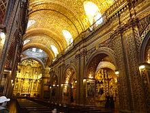 Bladgoud interieur van de kerk van de Sociëteit van Jezus