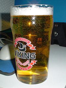 Een glas bier. Dit is Viking, een bier uit IJsland.