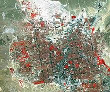 Beeld in valse kleuren van Las Vegas. Grasland en vegetatie verschijnen in het rood.
