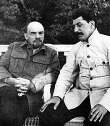 Владимир Ленин (слева) с Иосифом Сталиным