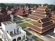 Het Mandalay Palace terrein.