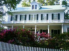 """""""Maplecroft"""" is een historisch houten huis in Texas..."""