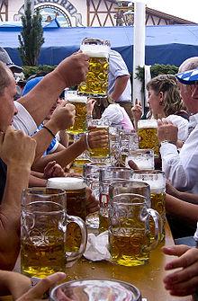 Bierpullen, op het Oktoberfest: Ze bevatten een liter bier