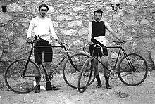 De Fransen Léon Flameng (links) en Paul Masson hebben vier wielerevenementen gewonnen.