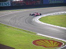 De eerste bocht is de populairste inhaalplek. Michael Schumacher passeert Kimi Räikkönen tijdens de Braziliaanse Grand Prix van 2006.