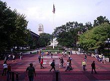 De Centrale Campus Diag, gezien vanuit de Graduate Library, kijkend naar het Noorden