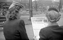"""Montreal Daily Star : """"Duitsland Stop"""", 7 mei 1945."""