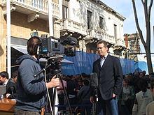 Ein Korrespondent, der für deutsche Nachrichten über den Zypernkonflikt berichtet.