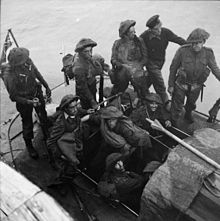 Nr. 3 Commando mannen die in tegenstelling tot Nr. 4 Commando's stalen helmen droegen tijdens de overval.