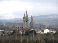 De belangrijkste kerktorens van Omagh