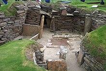 Opgraven overblijfselen van een neolithische woning in Skara Brae op de Orkney's