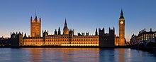 Het paleis van Westminster, met de Victoria toren (links) en de klokkentoren