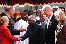 米国代表団にナラヤナン大統領を紹介するクリントン大統領とディック・セレステ大使ニューデリー、ラシュトラパティ・バヴァン到着式