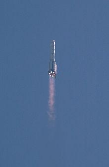 Un razzo Proton che lancia il modulo di servizio Zvezda per la Stazione Spaziale Internazionale nel 2000