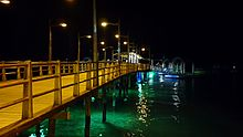 Puerto Ayora w nocy na wyspie Santa Cruz w archipelagu Galapagos w Ekwadorze.