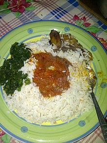 Μαγειρεμένο ρύζι και λαχανικά