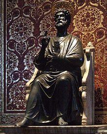 Standbeeld van de Heilige Petrus met de sleutels van het koninkrijk der hemelen. (Evangelie van Matteüs (16:18-19 ))