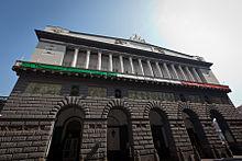 De voorgevel van het Teatro di San Carlo