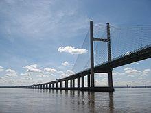 Die zweite Severn Crossing Brücke. Die Autobahn M4 führt daran entlang.