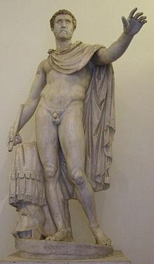 Romeinse keizer Antoninus Pius, poserend als een Griekse held.