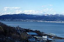 Het Itomorimeer is gebaseerd op het Suwa-meer in Nagano.