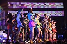 """T-ara die """"Roly-Poly"""" uitvoert op het Cyworld Muziekfestival in 2011"""